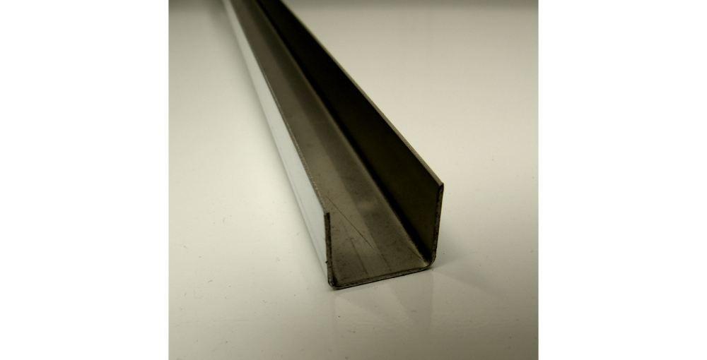 geschliffenes Edelstahlblech gekantet (U-Kantung) Sichtseite außen